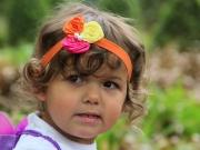 Land-und-Kind.de: Elfenkind mit Haarschmuck