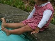 Land-und-Kind.de: Fußbad im Schlosspark