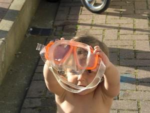 Schwimmhilfen, Wasserspielzeug, es gibt eine große Auswahl und Eltern haben die Wahl
