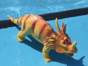 Ein Wasser-Dino? Wasserspielzeug kann viele Gesichter haben