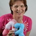 Anja Maas ist Designerin und Schneiderin der süßen Kuscheltiere