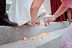 Etwas Blaues für die Braut - bei uns oft das obligatorische Strumpfband