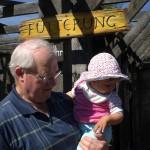 Unsere Oma und unser Opa lieben den Besuch im Zoo mit ihren Enkelinnen