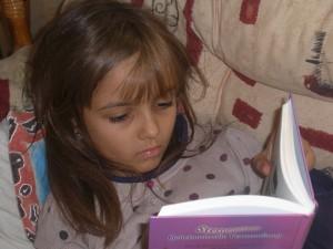 Meine Tochter ist eine Leseratte - Hier liest sie in unserer Bibliothek