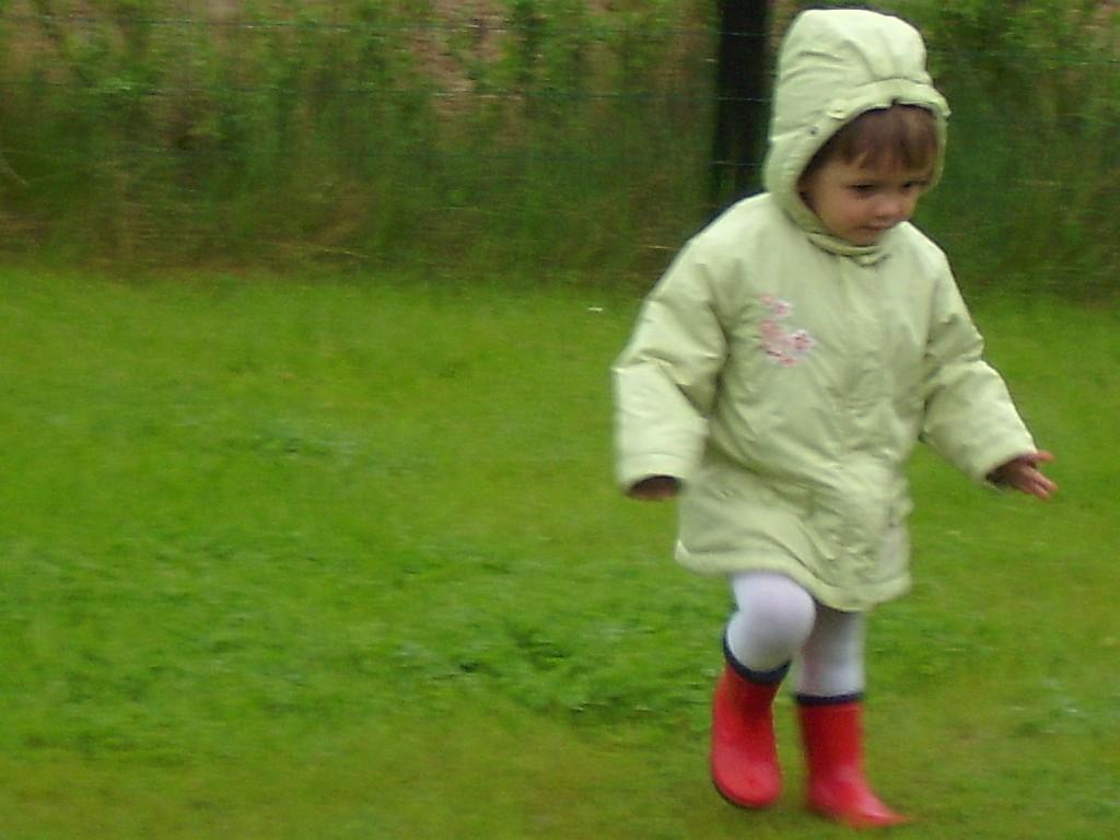 Gute Regenkleidung braucht man im Kindergarten