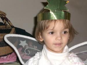 Kleines Mädchen in Engelsverkleidung, Krippenspiel, Fasching, Karneval, Weihnachten