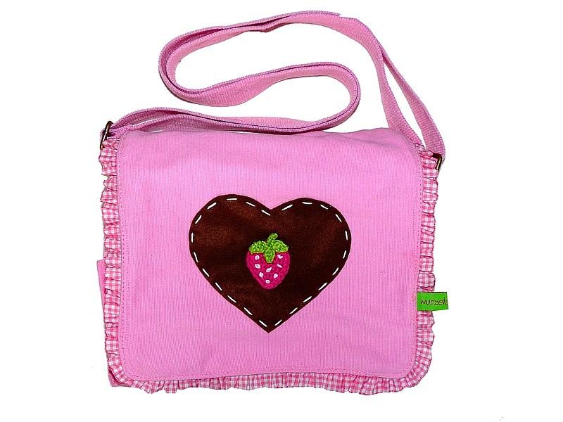 Kindergartentasche mit Herz und Erdbeer-Motiv - Copyright: Die Wurzelzwerge