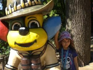 Tatzi Tatz begleitet die Kinder durch den Erlebnis-Zoo Hannover