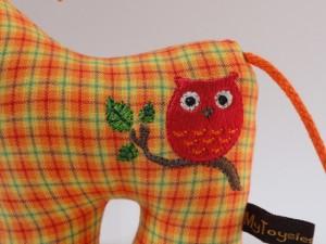 Rasselpferdi von Toysies by Anja - Detailansicht der Stickerei