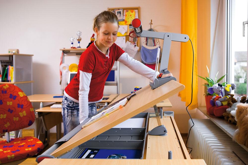 Kinderfreundlich zu handhabender Schreibtisch von Moll-Systemmoebel - gibt es bei Kinderzimmerhaus