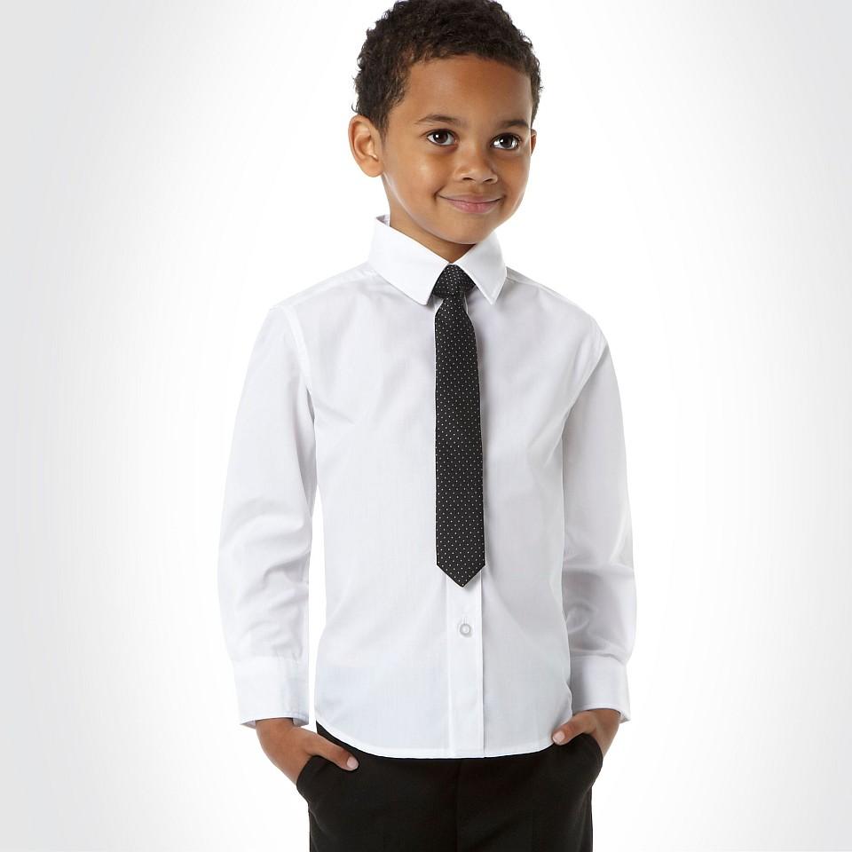 Junge mit Hemd und Krawatte - Hochzeitsoutfit gesehen bei Debenhams