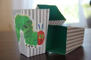 Popcorn-Boxen mit Raupe Nimmersatt - Bastelanleitung