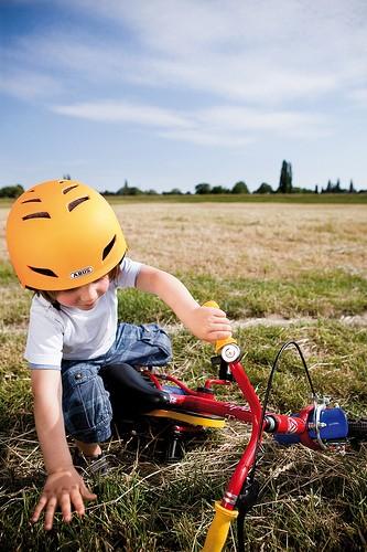 Obacht! Schnell kommt es beim Radfahren zu Unfällen - Schutzkleidung ist wichtig!