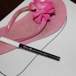 Umriss des Schuhs mit dem Stift umfahren