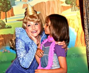 Disneyland Resort Paris_Meet and Greet mit Dornröschen_Land und Kind_Alle Rechte vorbehalten!