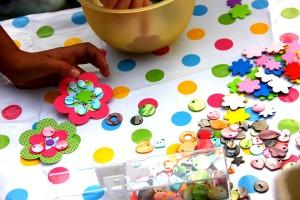 Hawaii-Party oder Luau - Der Basteltisch für die Blumenkette