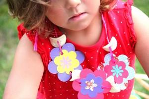 Hawaii-Party oder Luau - Blumenkette selbst gebastelt