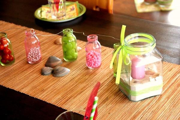 Hawaii-Party, Beach-Party, Pool-Party: Dekoration mit Windlicht, Muscheln und Flaschenkette