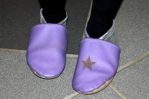 Leicht zu finden: Ein Schuh mit Namen*, einer mit Symbol.