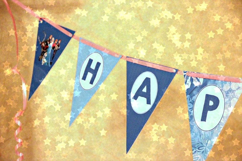 Wir haben ein ganz tolles Paket kostenfreier Party-Vorlagen gefunden bei Pinterest...